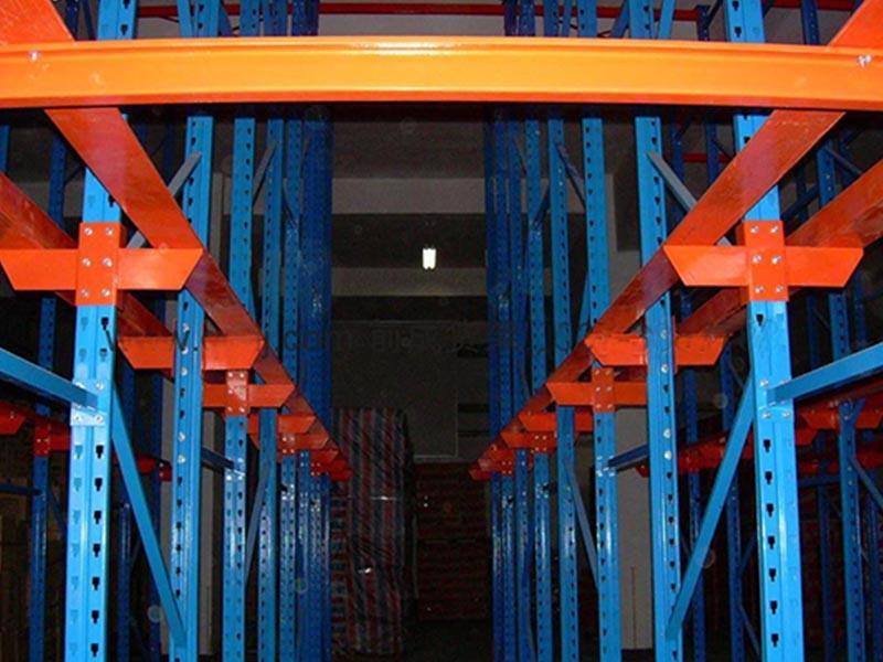 南京货架厂介绍什么是贯通式货架?