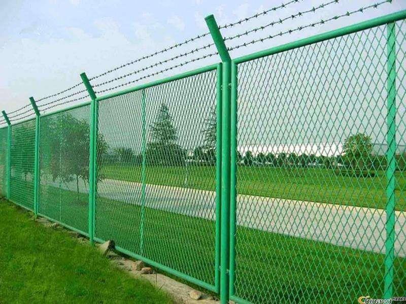 绿色公路护栏网